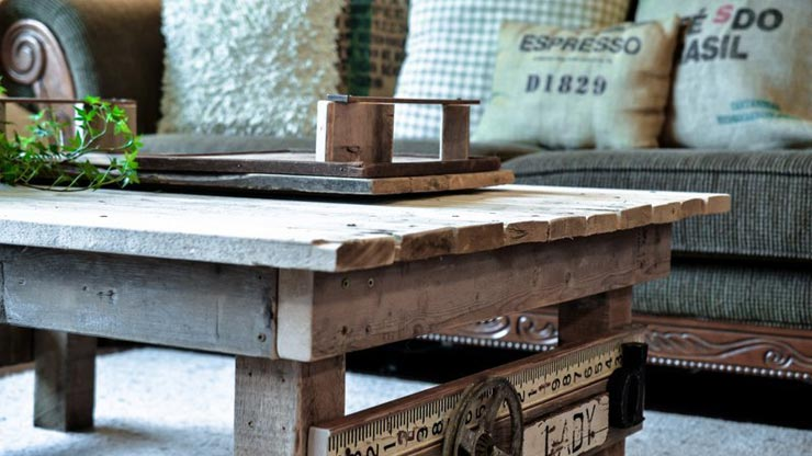 10 things you can make with pallets and a low budget - Divano coi pallet ...