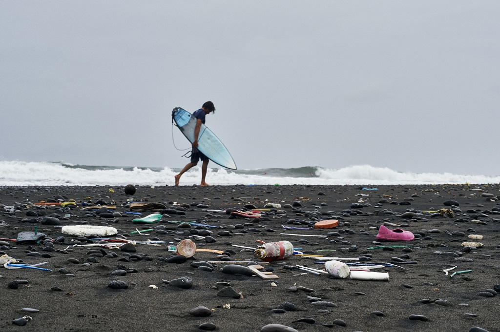 How To Clean The World S Oceans Corona X Parley Tackles Plastic