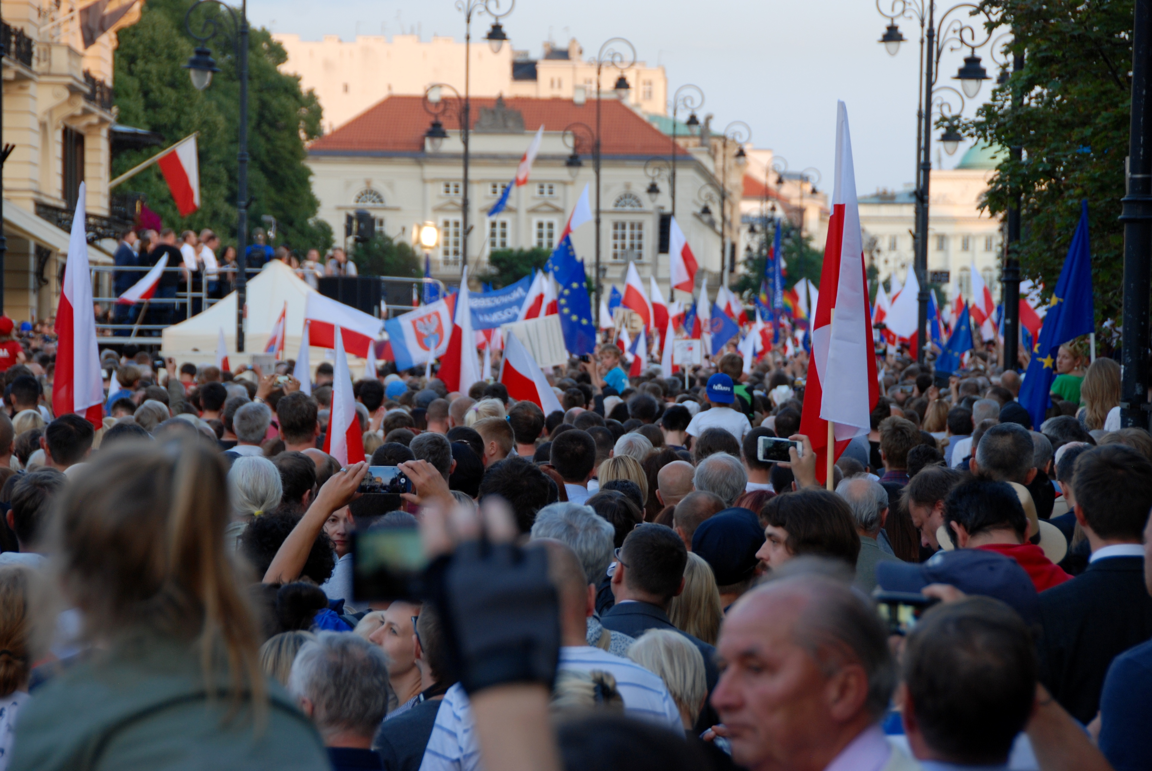 On July 20, thousands of Poles gathered in front of the Presidential Palace, Warsaw, to stop the president from signing the judicial reform. © Natalia Koper