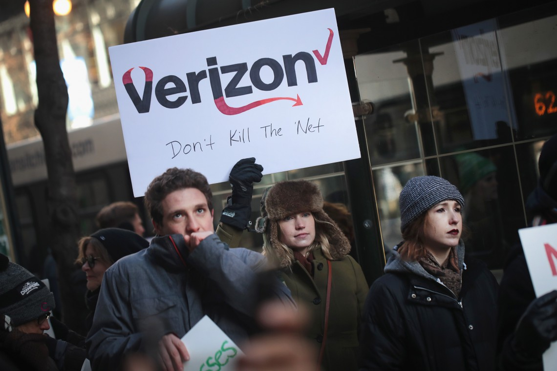 Protest verizon chicago net neutrality