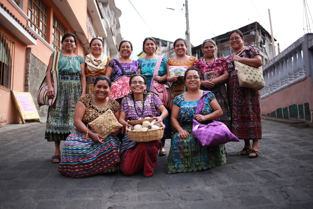 Artisan Weavers in Guatemala © Courtesy of Teixchel