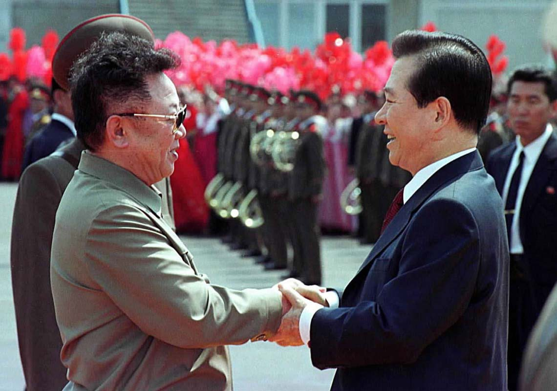 Kim Dae-Jung and-Kim Jong-il meet