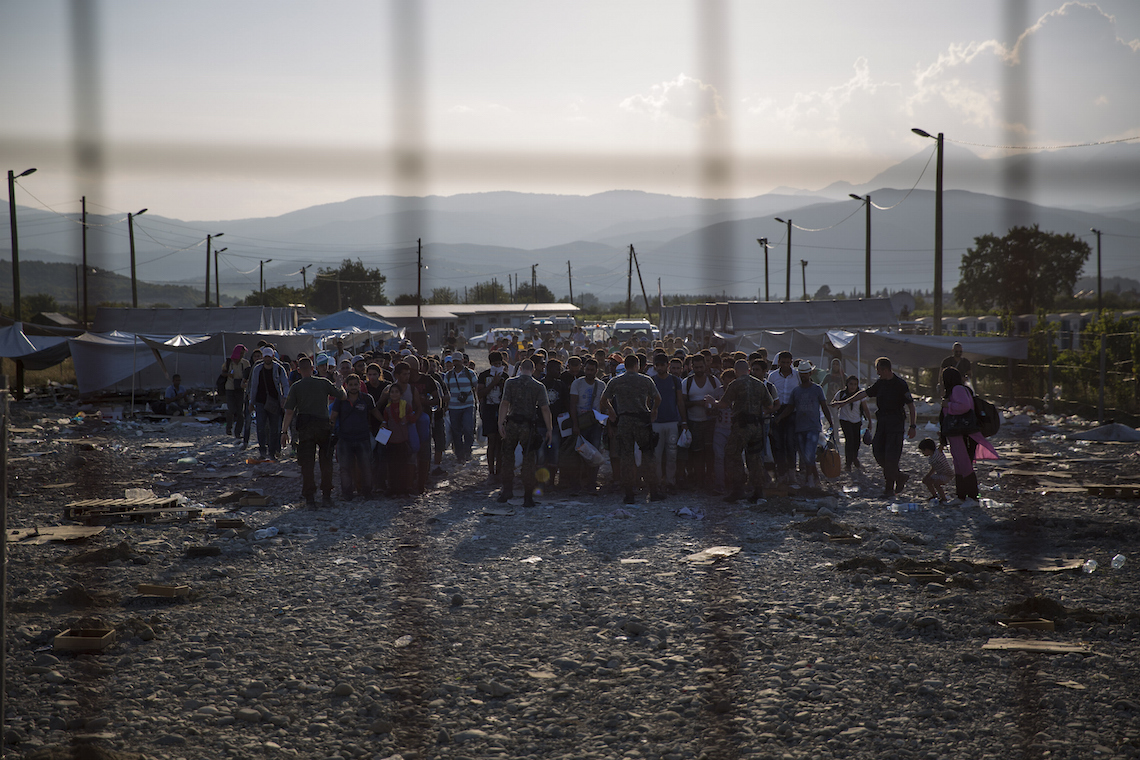 migrants border greece macedonia