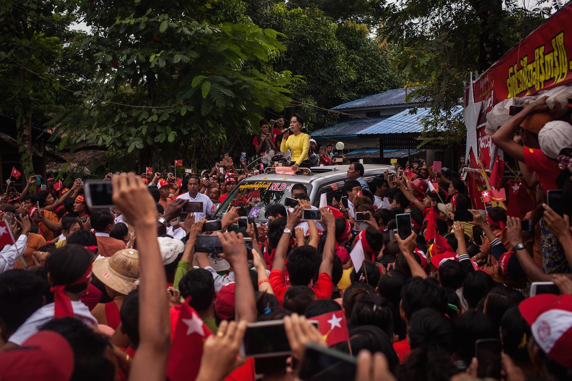 Aung Sun Suu Kyi campaigns in her constituency © Lauren DeCicca/Getty Images