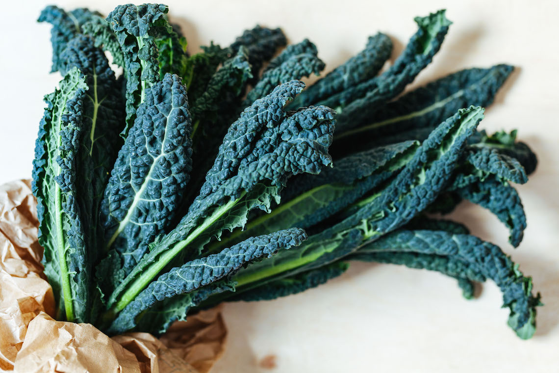 Black cabbage crisps