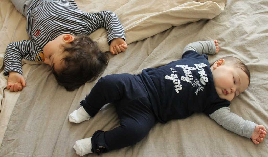 Kids Sleeping In Parents Room Part - 47: Sleeping In The Same Bed Of Your Kids Or Co-sleeping Was Routine For Our  Ancestors And Is Still A Widespread Habit In Many Parts Of The World.