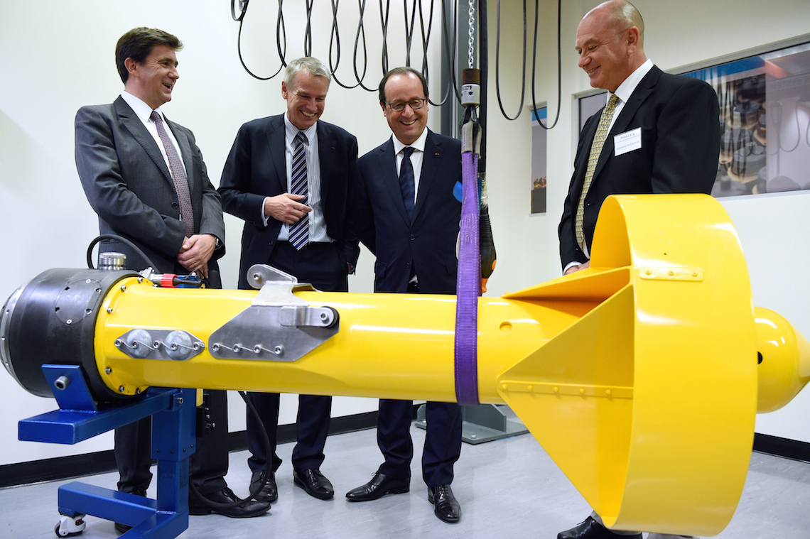 hollande visits thales factory sydney