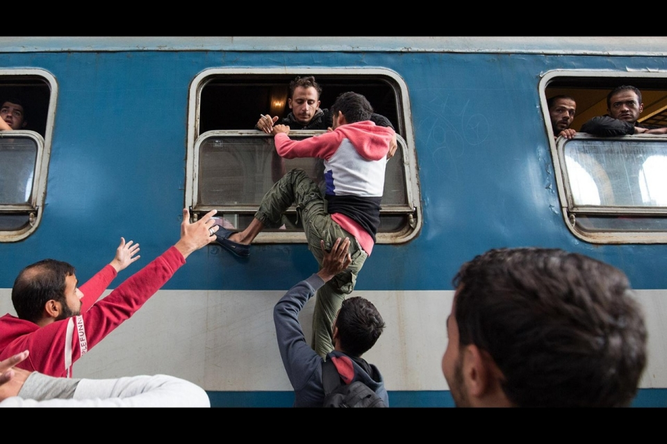 image.adapt.960.high.budapest_refugees_station_31a