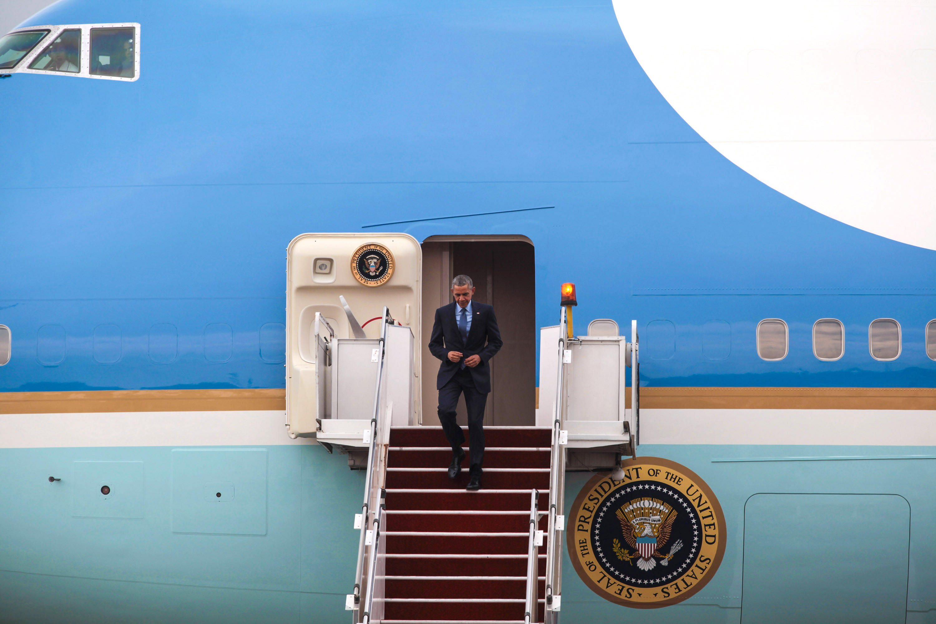 Il presidente Obama durante una visita in Malesia. Dietro l'Air Force One © Mohd Samsul Mohd Said/Getty Images