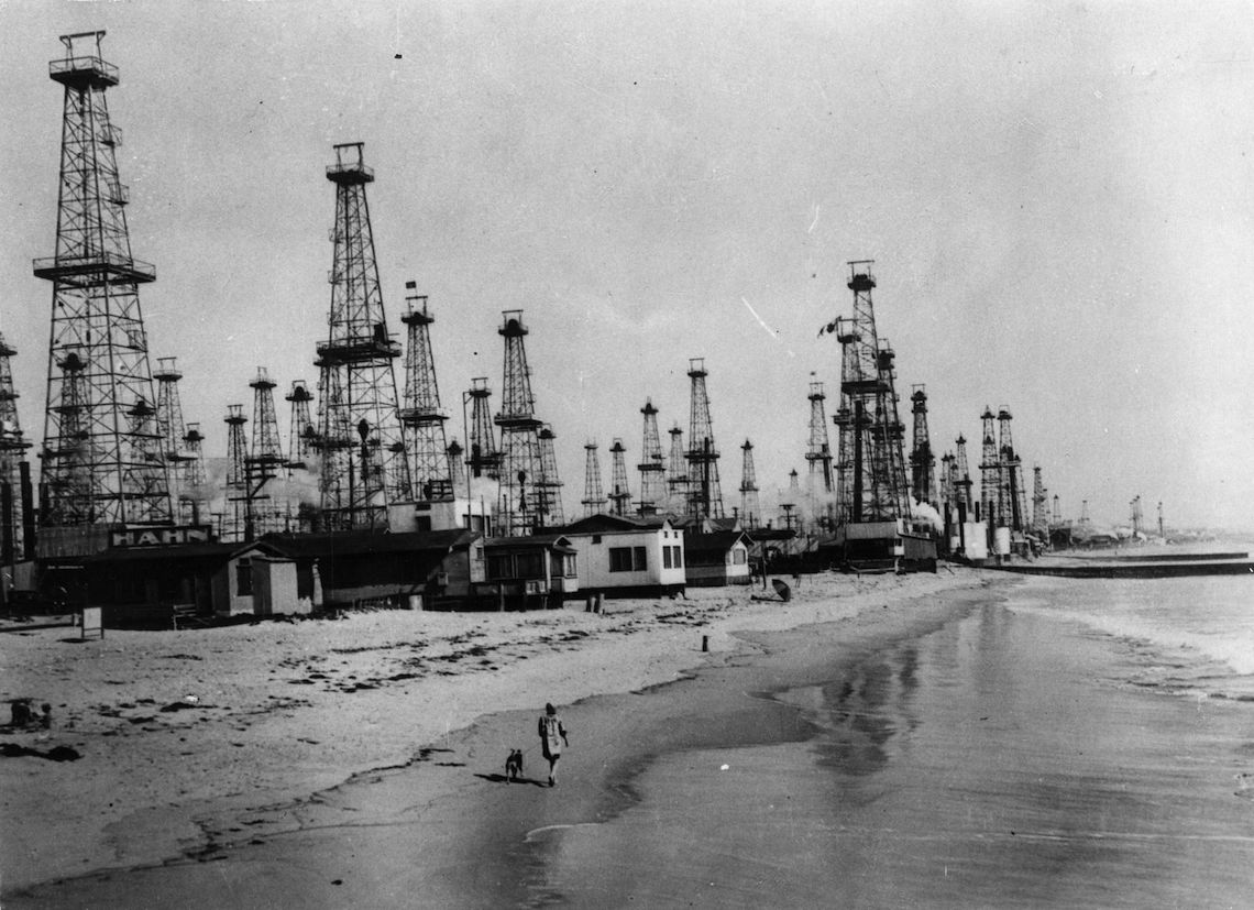 The oilfield at Venice, California, circa 1920 © Keystone/Getty Images