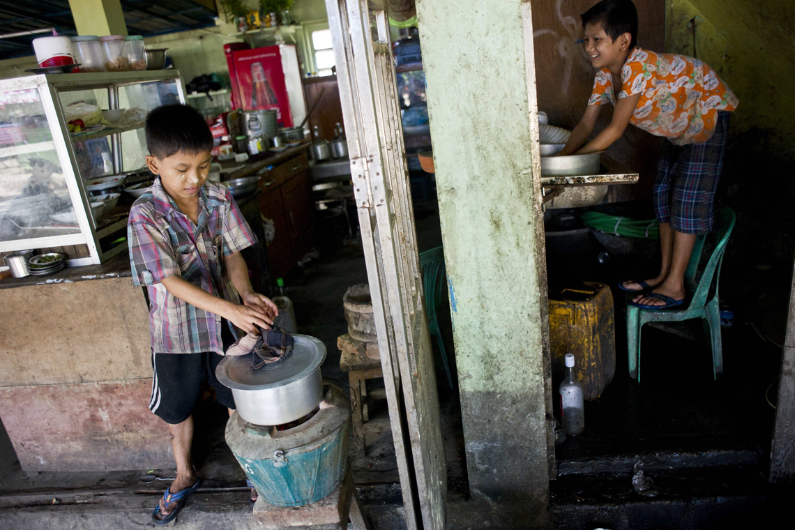 Myanmar, evermore children move to cities to look for work